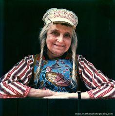 Marken vrouw in lichte rouw klederdracht (Lobberig Bootsman) 1981