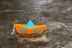 Ceramic sail boat, table decoration, summer decoration, orange sail boat, crabs stencil by MoxiCraftGR on Etsy Boat Table, Crabs, Decoration Table, Orange Color, Stencils, Sailing, Ceramics, Metal, Summer
