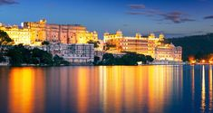 Here are the list of top 7 tourist attractions to see in Udaipur. Udaipur has everything starting from lakes to old historic monuments. Lake Pichola, Fateh Sagar Lake and Monsoon Palace etc. Jodhpur, Beautiful Places To Visit, Cool Places To Visit, Beautiful Streets, Goa, Udaipur India, India India, North India, Weather In India