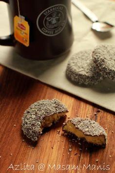 masam manis: BISKUT RAYA almond cookie + chocolate coco flake