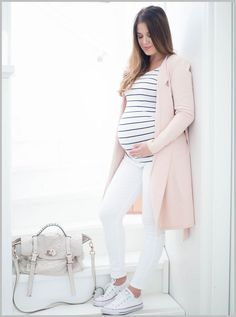 Simple & Classic Spring Maternity Style