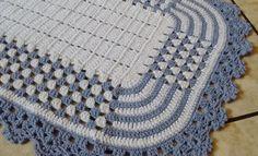 Tapete em crochê    Material - Barbante    Tamanho aproximado 77 cm X 55 cm    pode ser feito em outras cores.  Envie mensagem com as cores escolhidas.