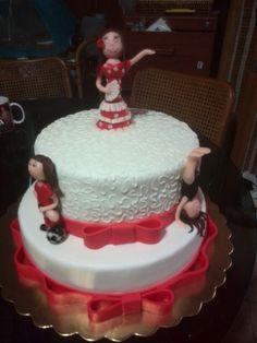 Torta con muñecas flamenca, gimnasta y futbolista