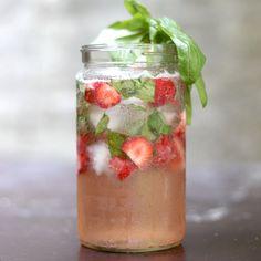 Strawberry bourbon spritzer