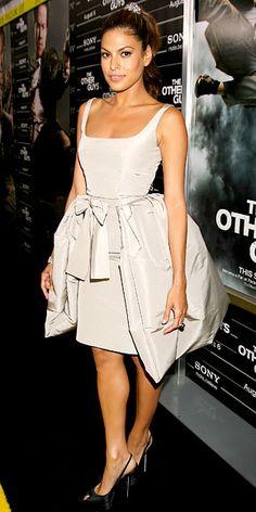 Eva Mendes in Oscar de la Renta