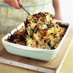 Salmon and spinach rösti bake The creamy salmon and spinach under the crunchy grated potato is a guaranteed crowd pleaser whether it's for a midweek meal or a laid-back dinner party with friends. Salmon Recipes, Fish Recipes, Seafood Recipes, Vegetarian Recipes, Cooking Recipes, Cod Recipes, Carrot Recipes, Cabbage Recipes, Spinach Recipes