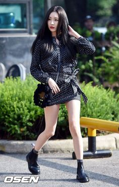 "Image: Sunmi of Wonder Girls making her way towards ""Music Bank"" for group comeback"