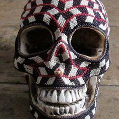 Grupo indígena faz uma interessante transformação do grotesco em arte.