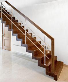 Staircase Design Modern, Staircase Railing Design, Balcony Railing Design, Home Stairs Design, Home Building Design, Modern Stairs, Interior Stairs, Home Interior Design, House Design