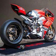 Specimen Custom by our friends in South Africa. Ducati Motorbike, Moto Ducati, Moto Bike, Motorcycle Bike, Motorcycle Outfit, Ducati 1299 Panigale, Motos Bmw, Motorcycle Types, Ducati Monster
