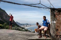 """Vidigal Vue sur les plages de Leblon et Ipanema, depuis la favela """"Vidigal"""", Rio de Janeiro, Brésil. Mai 2014...©Dom Smaz Mai, Mountains, Nature, Travel, Rio De Janeiro, Slums, Beaches, Naturaleza, Viajes"""