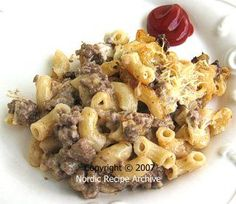 Finnish Macaroni & Cheese: In Finland, macaroni and cheese, or macaroni casserole, as it is called here, is a traditional everyday dish containing pasta and cooked ground beef. Pasta Recipes, Dinner Recipes, Cooking Recipes, Rice Recipes, Healthy Recipes, Finland Food, Macaroni And Cheese Casserole, Finnish Recipes, Norwegian Food