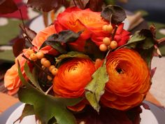 Image from http://i-homess.com/wp-content/uploads/2014/09/decoration-beautiful-thanksgiving-table-settings-ideas-for-thanksgiving-plates-decoration-with-blooming-orange-flower-and-cappadocian-maple-and-willow-leaves-elegant-pretty-thanksgiving-table-setting-Thanksgiving-Decorations.jpg.