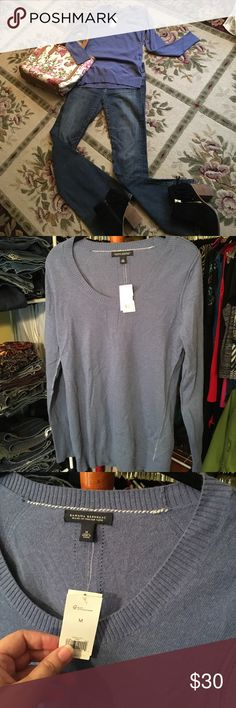 "Banana Republic Cashmere blend sweater BNWT Banana Republic Cashmere blend scoop neck sweater with cute details like reverse seams. 18"" pit to pit. 27"" shoulder to hem. Guess jeans, Talbots purse, and Aldo booties sold separately. Banana Republic Sweaters Crew & Scoop Necks"