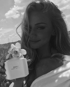 My is fresh air and fresh flowers🌼 Thank you for my new very photogenic summer essential Black And White Aesthetic, Black N White, Scarlett Leithold, Scarlett Rose, Photo Portrait, Perfume, Photo Instagram, Disney Instagram, Looks Style