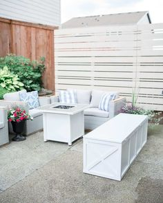 Weekend Warrior DIY Patio Storage Box Patio Storage Bench, Diy Privacy Fence, Storing Towels, Backyard Projects, Backyard Ideas, Diy Patio, Porch Decorating, Outdoor Spaces, Building A House