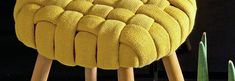 Stool fashionably clothed - Leroy Merlin tips Mirrored Furniture, Funky Furniture, Furniture Decor, Old Sweater Crafts, Diy Footstool, Creative Bookmarks, Home Fix, Diy Projects To Try, Diy And Crafts
