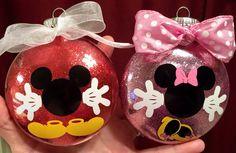 Mickey and Minnie ornaments Disney Christmas Crafts, Disney Christmas Decorations, Christmas Ornament Crafts, Christmas Projects, Holiday Crafts, Christmas Diy, Mickey Mouse Ornaments, Mickey Mouse Crafts, Vinyl Ornaments
