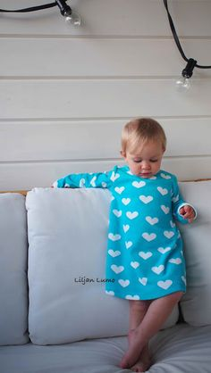 Liljan Lumo: Sydämellisesti mekkoillen  Lovely dress for a girl, fabric Verson Puoti, made by Liljan Lumo Kids Outfits, Summer Dresses, Sewing, Children, Clothes, Women, Fashion, Summer Sundresses, Tall Clothing