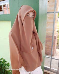 Hijabi Girl, Girl Hijab, Niqab Fashion, Hijab Niqab, Islamic Clothing, Tights Outfit, Beautiful Hijab, Muslim Women, Pakistani Dresses