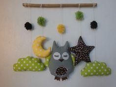 mobile hibou dans les nuages gris marron jaune vert : Jeux, peluches, doudous par melomelie