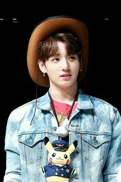 Kooki ve gizli pikachusu Bts Jungkook, Suga Rap, Maknae Of Bts, Namjoon, Taehyung, Jung Kook, Busan, Foto Bts, Taekook