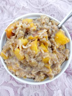Overnight Peach Oatmeal 1/2 cup regular rolled oats (I use Country Choice Organic) 1/2 cup original almond milk 1 yellow peach (peeled or unpeeled, doesn't matter) 1/4 tsp vanilla extract 1/2 tsp apple or pumpkin pie spices (or just cinnamon and a dash of nutmeg) 1 tsp chia or flax seeds (optional) 1/8 tsp molasses pinch of sal