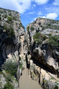 Kapıkaya kanyonu/Karaisalı/Adana/// Kanyonu Seyhan Nehri'nin kollarından Çakıt Deresi açmıştır. Çakıt Deresi, Seyhan Nehri'nin Batı koludur. Pozantı Boğazından dağlık alanlara doğru uzanır. Kanyon Varda Köprüsü'ne 2 km uzaklığındadır.