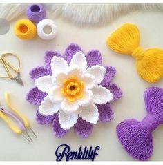 Fotoğraf açıklaması yok. Crochet Flower Patterns, Baby Patterns, Crochet Flowers, Knitting Patterns, Crochet Squares, Crochet Doilies, Handmade Flowers, Lana, Crochet Baby