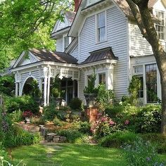 Victorian house @JillianMcneill 💋