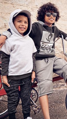 Gather your friends and get ready for new exciting adventures in the coolest looks around: sports-influenced separates in relaxed shapes. | H&M Kids