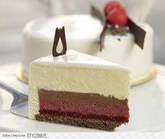 white chocolate and raspberries cake Scary Cakes, Cookie Recipes, Dessert Recipes, Raspberry Cake, Fancy Desserts, Cake Cookies, Vanilla Cake, Cake Decorating, Sweet Treats