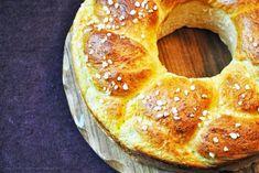 Hefekranz aus der Springform | Küchenzaubereien | Bloglovin' Bread Rolls, Cake Cookies, Cupcakes, No Bake Cake, Bagel, Cake Pops, Food Art, Nutella, Cake Decorating