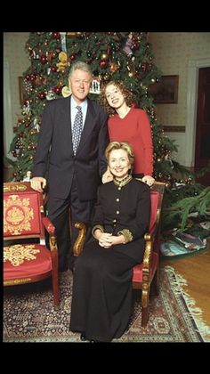 Christmas during the FIRST Clinton Presidency - President Hillary coming soon!