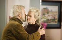 """""""Amour"""" (di Michael Haneke, 2012) e """"Lontano da lei"""" (di Sarah Polley, 2006) La coppia anziana di fronte alla sofferenza e alla malattia Michael Haneke, Away From Her, Graphic Sweatshirt, Couple Photos, Movies, Blog, Psicologia, Couple Shots, Films"""