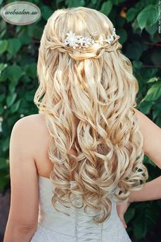 Wedding Hair Down 18 stunning half up half down hairstyles websalon - We collected the best half up half down wedding hairstyles ideas that would look perfect whether you are going for classic, boho or vintage wedding theme. Beach Wedding Hair, Elegant Wedding Hair, Wedding Hair Down, Glamorous Wedding, Wedding Hair And Makeup, Wedding Bride, Trendy Wedding, Romantic Weddings, Country Wedding Hairstyles