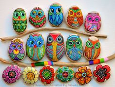 Cute owls n flowers rock painting craft. Vibrant colors. Remember to lacquer or resin ur finished work to make it weatherproof. :)