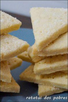 Bolachas de manteiga clássicas http://ratatuidospobres.blogspot.pt/2013/11/bolachas-de-manteiga-classicas.html