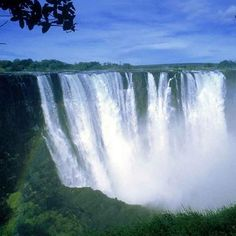 Zimbabwe is full of impressive natural features. The Victoria Falls at the western part of the country has attracted numerous tourists ad is a major tourist attraction of Zimbabwe. World's Most Beautiful, Beautiful Places, Beautiful Pictures, The Tourist, Places To Travel, Places To Visit, Le Nil, Largest Waterfall, Iguazu Falls