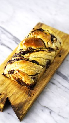 Recipe with video instructions: A Sweet Bread braid filled with an exquisite Chocolate Cream Ingredients: 1 cup of milk, 10 gr. of dry biological yeast, 4 cups of . Authentic Mexican Recipes, Mexican Food Recipes, Sweet Recipes, Dessert Recipes, Nutella Recipes, Banana Bread Recipes, Pumpkin Recipes, Snacks To Make, Easy Snacks