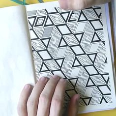 Rombangle Pattern Drawing Timelapse Geometric pattern timelapse for bullet journal Doodle Art Drawing, Cool Art Drawings, Zentangle Drawings, Mandala Drawing, Pencil Art Drawings, Zen Doodle, Zentangles, Doodle Patterns, Zentangle Patterns