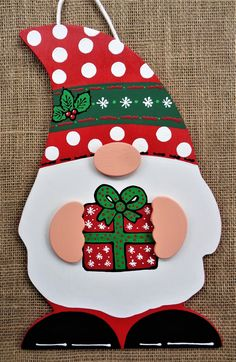 Mdf Christmas Decorations, Christmas Door Hangings, Wooden Christmas Crafts, Christmas Classroom Door, Hanging Christmas Tree, Christmas Centerpieces, Holiday Crafts, Christmas Knomes, Country Wood Crafts