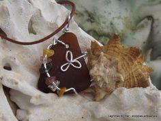 Ecojoia artesanal. Pingente de colar com fio de alumínio e vidro de praia marrom Necklace  brown seaglass and aluminum wire. Handmade eco jewelry