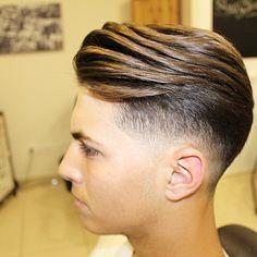 Corte a nuestro amigo Ezequiel, jugador del Málaga C.f  filial canterano. #malagacf #malagasy #barbershopconnect #barberskills #barberlife #barbershop #barberlove #nastybarbers #officiallayrite #internationalbarbers #thebarberpost #picoftheday #professional #photooftheday #gentleman #style #haircut #hairdesign #walh #hairstyles
