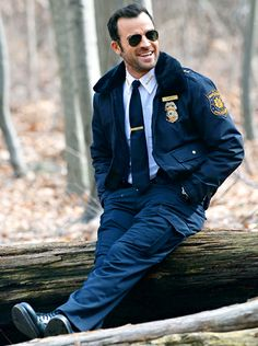 """Justin Theroux got into character, sporting a police uniform and matching aviator sunnies, while filming his new TV drama """"The Leftovers."""""""