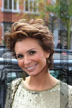 Afbeeldingsresultaat voor kapsels leontine borsato Pixie Haircut For Thick Hair, Curly Hair Cuts, Short Curly Hair, Curly Hair Styles, Short Hairstyles Over 50, Best Short Haircuts, Short Hair With Layers, Short Hair Cuts For Women, Vintage Hairstyles