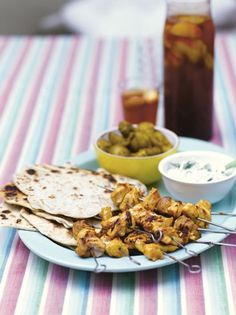 These tandoori chicken kebabs from Jamie Oliver are delightfully easy to put together, after marinating simply barbecue for 15 minutes; Best Bbq Recipes, Barbecue Recipes, Quick Recipes, Quick Meals, Indian Food Recipes, Cooking Recipes, Healthy Recipes, Ethnic Recipes, Healthy Dinners