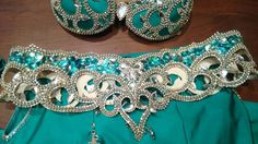 Belly Dance Belt, Belly Dance Outfit, Belly Dance Costumes, Belly Dancers, Diy Costumes, Bridal Comb, Bridal Headpieces, Beautiful Costumes, Dance Fashion