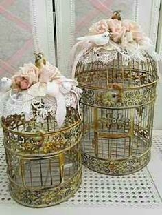 Shabby chic decoration - tutorial for DIY decorating bird cage Shabby Chic Vintage, Shabby Chic Homes, Shabby Chic Decor, Vintage Style, Vintage Metal, Decoration Shabby, Handmade Decorations, Vintage Decorations, Wedding Decorations
