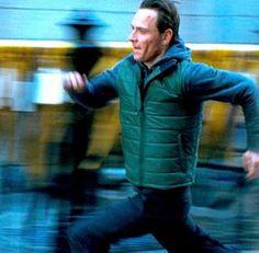 Michael / Brandon durante le prove della scena della corsa notturna per le strade di New York
